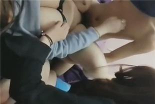 水嫩漂亮的3个大学美女网贷还不上被迫肉偿