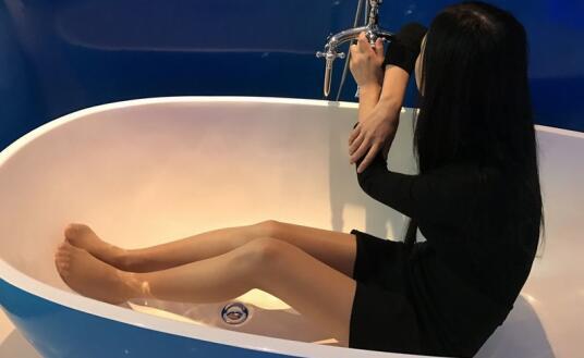 丝袜控山哥和有点害羞下面一摸就出水的师妹酒店开房