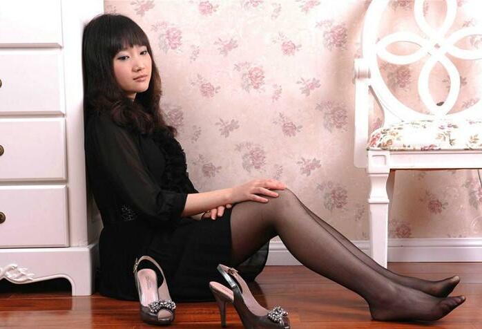 91夯先生上海酒店调教D奶翘臀辣妈趴在椅子上打着电话后面操着超级刺激
