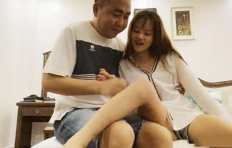 越南寻花问柳 今天八点钟开始 越南18岁小嫩妹 乖巧听话逼又紧 怪不得号称采花圣地 不要错过