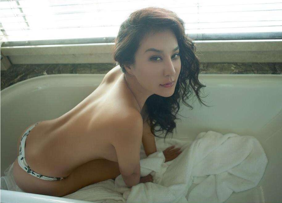 微博红人@混血演员安娜(模特)大尺度诱惑视频