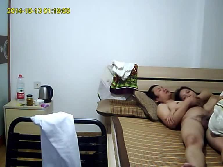 深圳36F大奶姊在家被爆操上下晃的真是大力