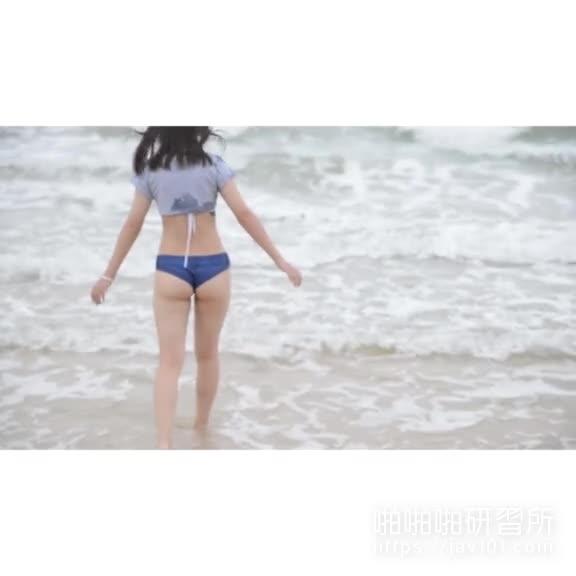 柚木雅君前往涠洲岛原版影片 海边露脸露点还露尿!