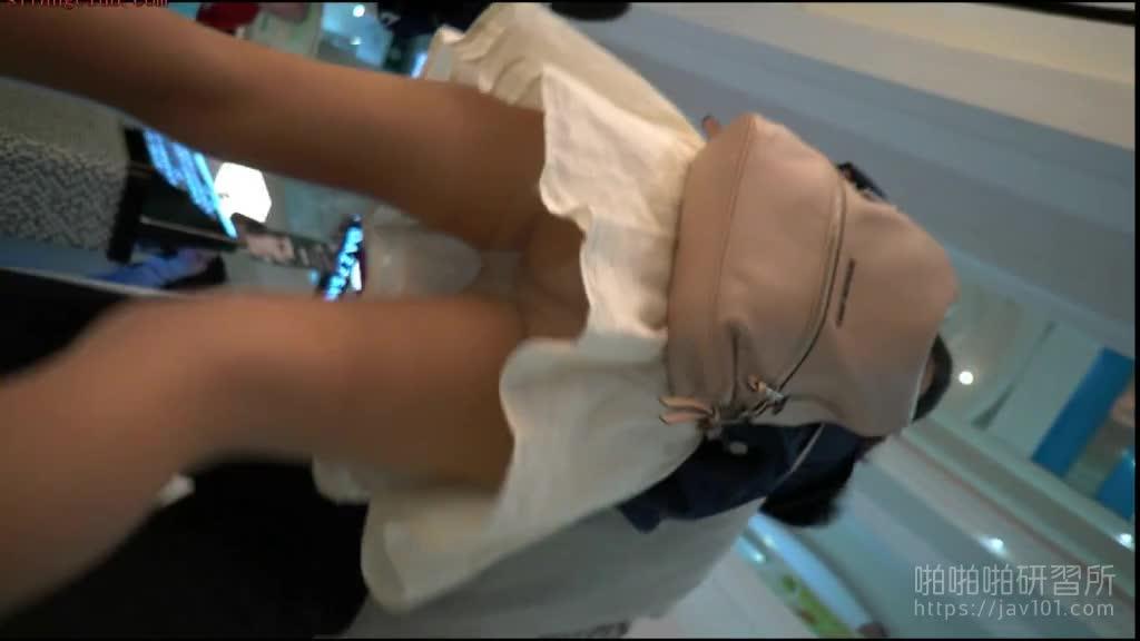 真?偷拍神人!! 老司机带你看遍裙下的风光明媚 3