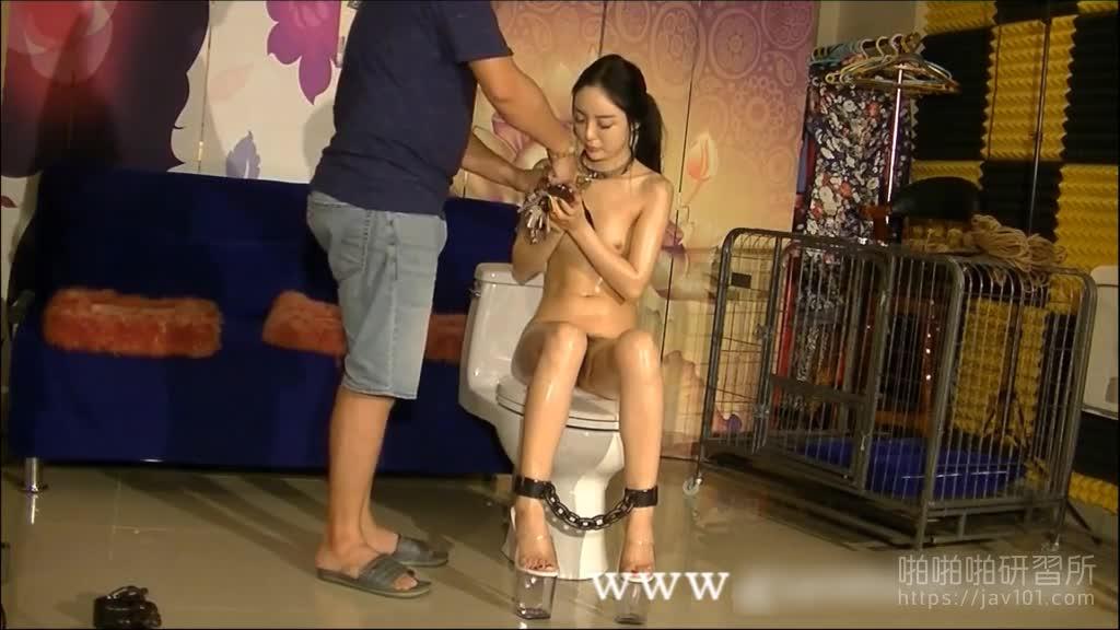 1米7高挑国模刘永禅綑绑私拍还被摄影师摸了几把