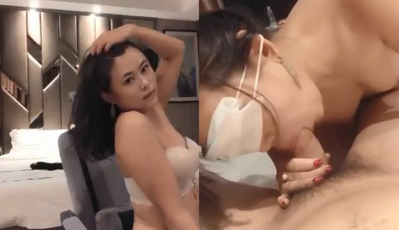 丰满少妇大战中国馆长 第一部 性爱直播啪啪啪