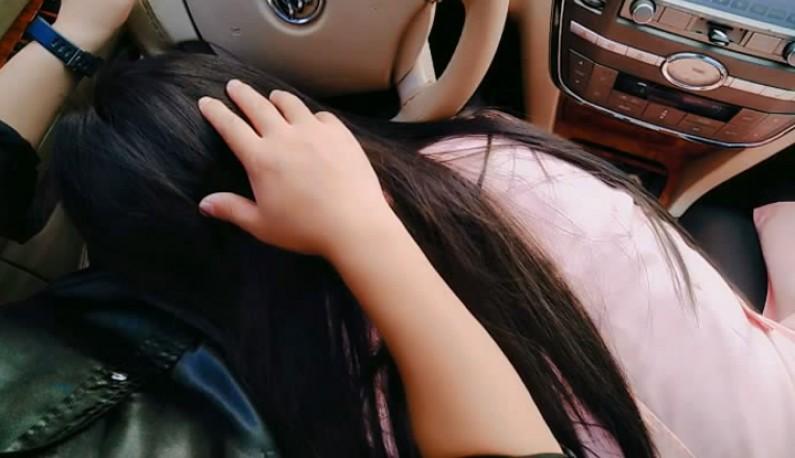 又见危险驾驶~载嫂子去买饺子~口渴想喝点东西,只好给他喝我的