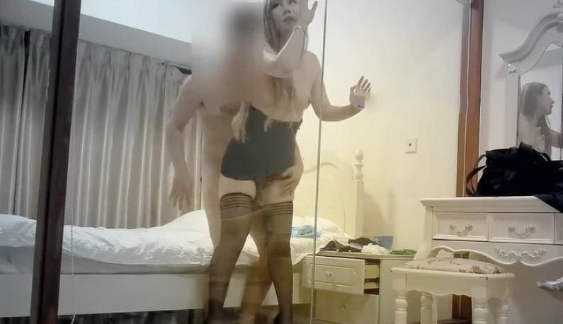 高价约操妖豔酒店妹~趴在透明玻璃上浪摇一波~肥臀爆乳操了一次又一次~