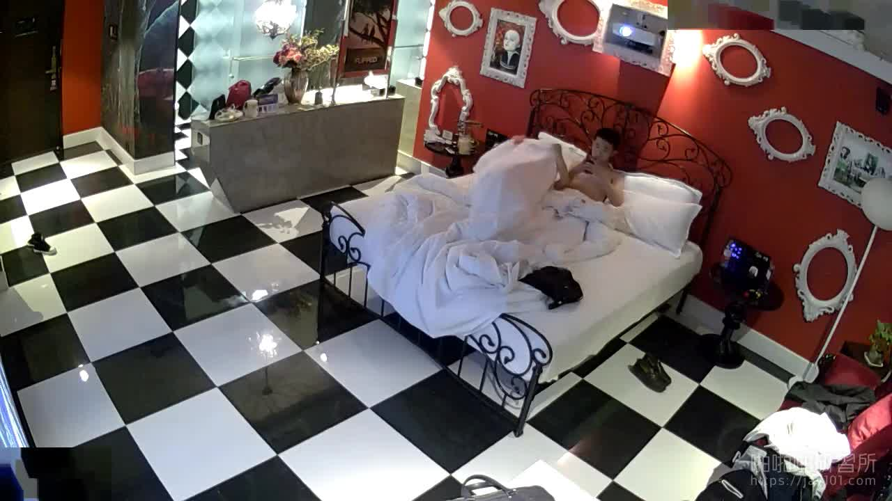 [酒店偷拍] 信贷员和美女同事一同出差~忙里偷闲到酒店啪啪啪~年轻人就是冲动~连啪两次还不休息~!!