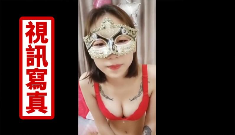 纹身萌妹子双人啪啪大秀~脱光光玩逼逼舔硬GG直接骑上去摇一波!!