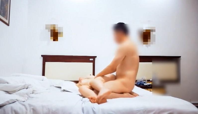 [本土精选!] 杨风 约啪170cm空姐~休假就是要打砲~圆润屁股翘上天~最喜欢从后面来~
