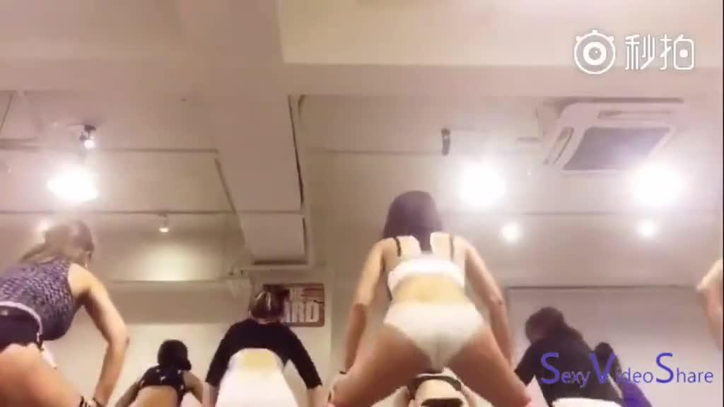 女子舞蹈教室让人充满邪念?「集体抖尻」的疯狂电臀让人意淫不止:到我身上摇吧