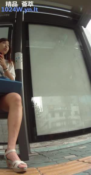 南韩地铁尾随抄底偷拍美腿短裙~05