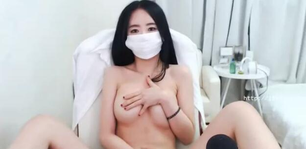 [Korea] 对着镜台自摸粉红头头的韩国视讯主播,来人阿帮我把口罩摘下来