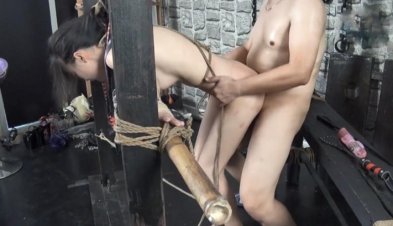 眼镜猥琐哥BDSM极致凌虐~樱花妹感觉好痛苦 视角(1)