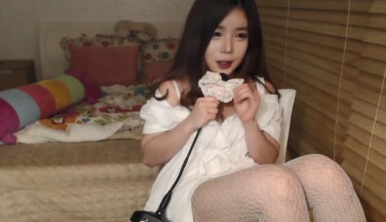 [韩国] 气质正妹主播在线直播~与乾爹们的心灵鸡汤~偶尔出现的一抹微笑就能让乾爹们开心一个晚上~