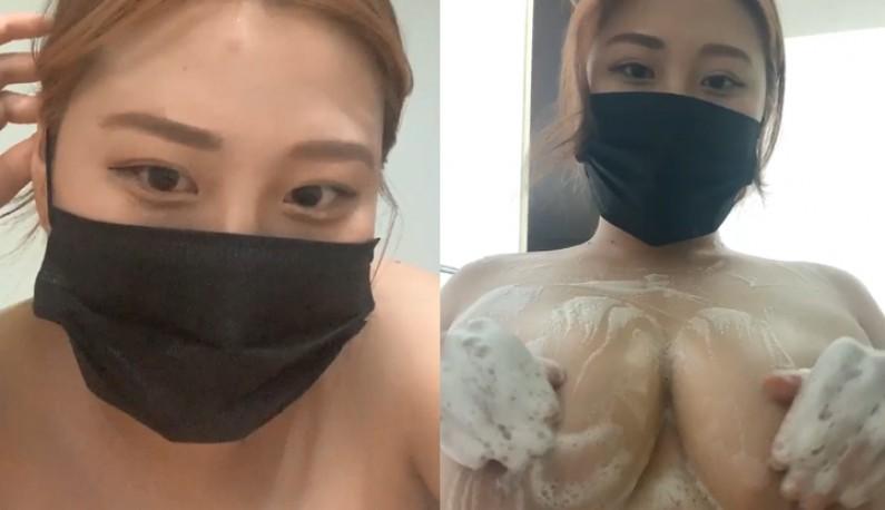 [韩国] 帮巨极化的奶彻底洗净~还不时抚摸奶头让她坚挺~