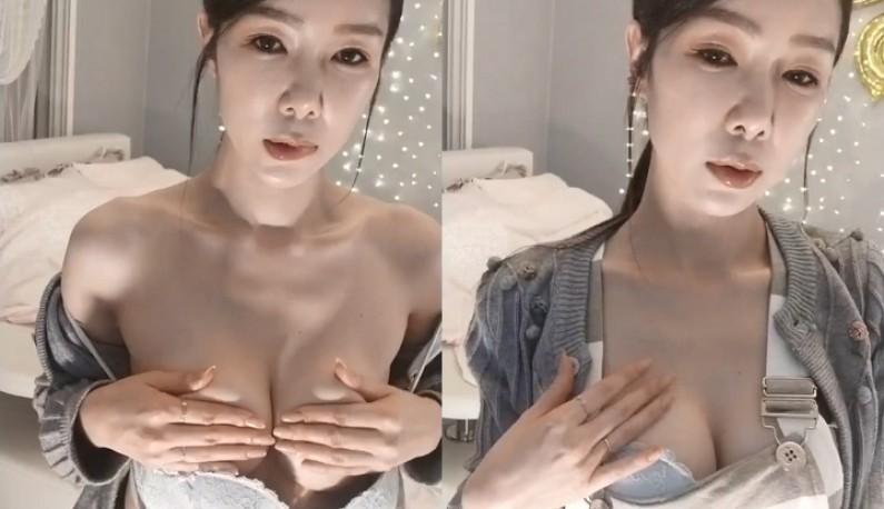 [韩国] 轻熟女在线陪小哥哥聊色~不时让奶奶出来见客人~
