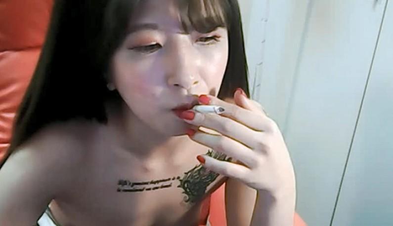 [韩国] 尖头奶奶主播好想玩~我抽菸你看台~来互相伤害啊!!
