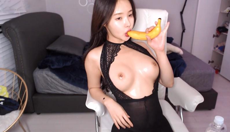 [韩国] 请叫我香蕉姐姐~平时最爱跟香蕉玩~