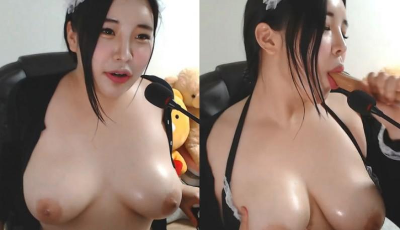 [韩国] 这胸部怪大的~用热狗让自己舒服~
