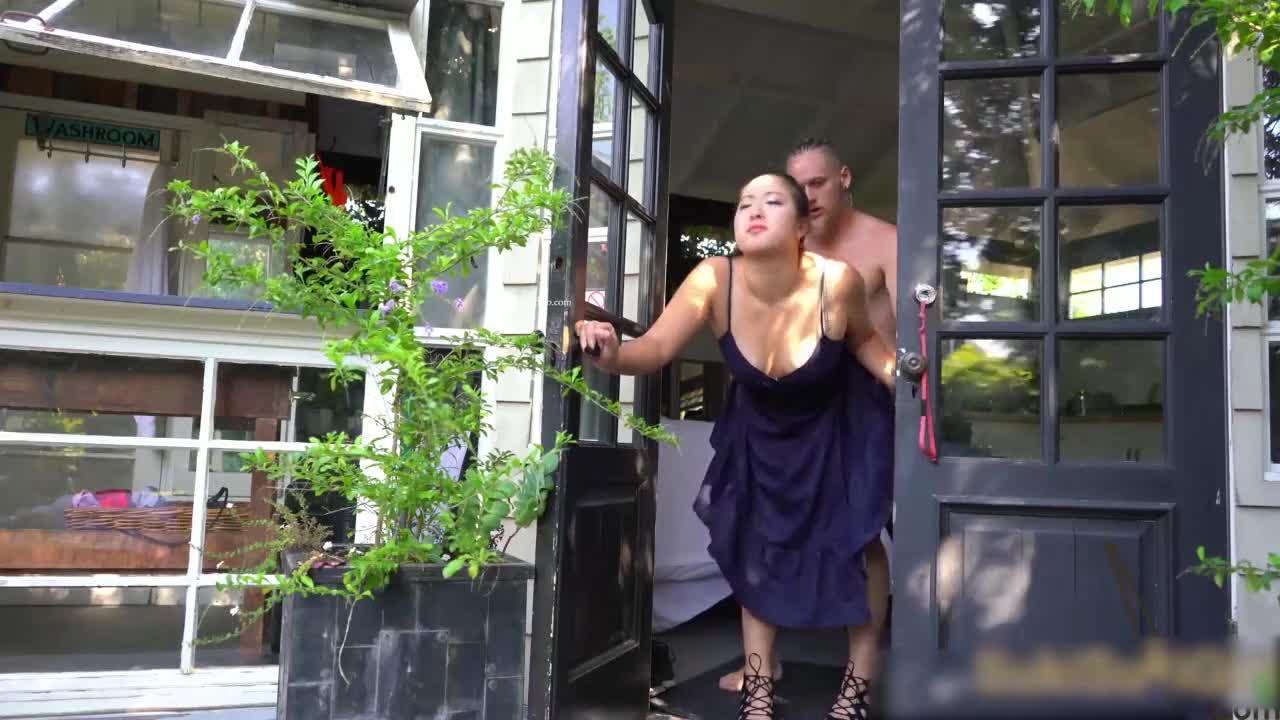 最新流出留学生和外国男友在豪宅里啪啪啪~不怕园丁观赏闺房情趣!!