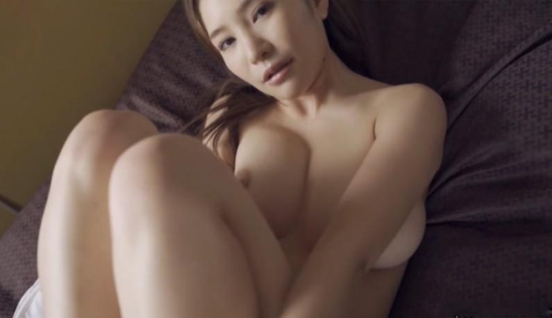 [日本] 高冷美乳妹~如果你愿意一层一层拨光我的衣~