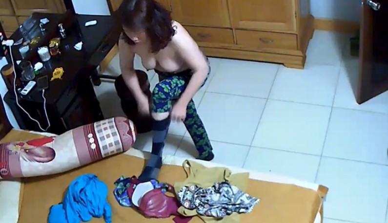 你的居家智慧摄影机安全吗!人妻换个衣服就出门~短短一分钟也流出了!!