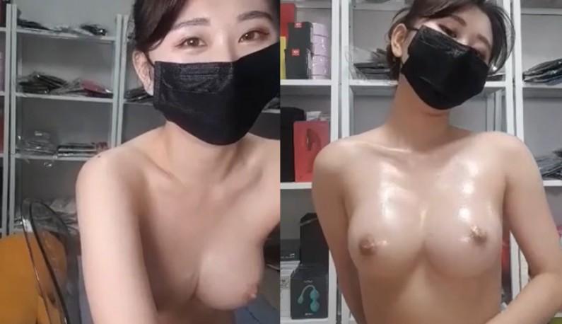 [韩国] 油油亮亮的肌肤~微微隆起的大奶!!