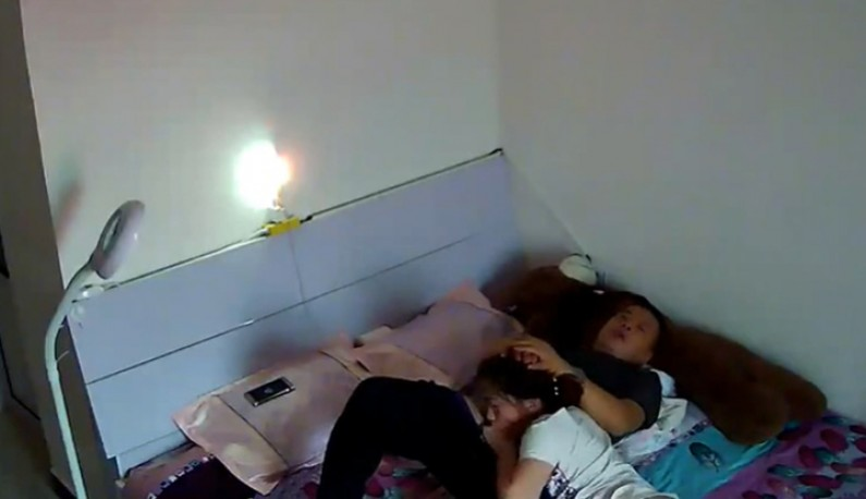 你的居家智慧摄影机安全吗!丈夫与妻子的夏日激情~孩子都睡了就是大人的时间了~