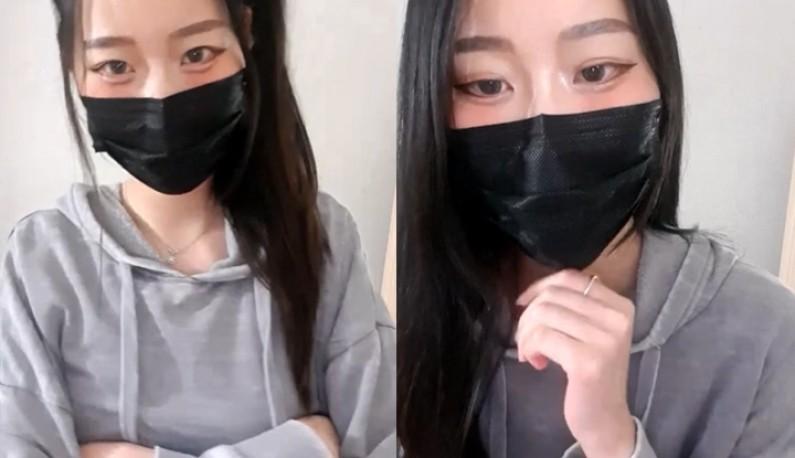 [韩国] 自摸尻穴隔裤搔痒也可以喔!!黑长直小姐姐害羞不敢玩很大~