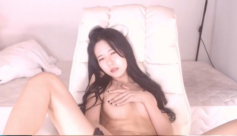 [韩国] 张开下体挖穴穴~不停舞动白净身材~