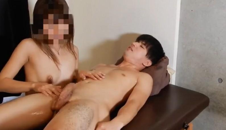 [日本] 文静小哥哥的手交初体验~小姐姐的手劲不错啊!!没多久就缴械了!!