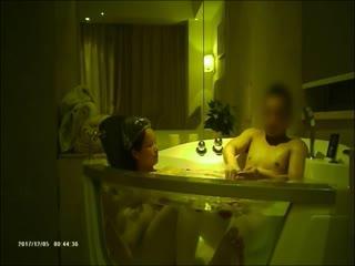 佛爷最新几天没干就逼痒的离异气质少妇第3部刚从老家回来就酒店约炮先来个鲜花浴去疲劳720P高清