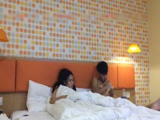 清明连假带女友回老家扫墓~晚上直奔汽车旅馆玩他个天翻地覆!!女友渴好久了!!