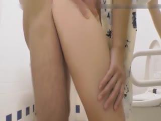 男友上完厕所给他舔干净再插进小逼里