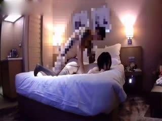 夯先生酒店约刚为人妻的超白嫩性感少妇偷情,大奶子上夹着2个铃铛,干的越狠铃铛越响,操的美女说:太爽了,里面好涨啊!001952