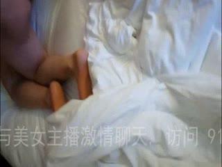 人妻酒店被单男猛操,老公在旁边拍摄。