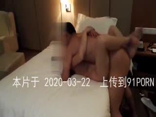 美妻酒店3p体育生