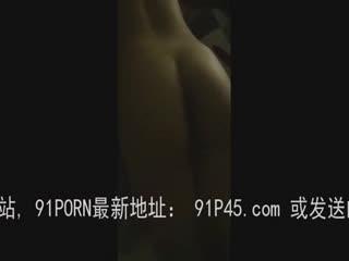 用皮鞭狠狠的抽打97女友的大屁股(新)