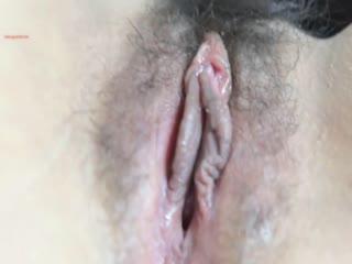 风吟鸟唱出品气质眼镜国模被摄影师近距离拍逼逼特写一把淫猥一边探讨性爱G点