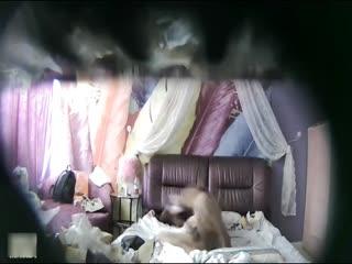 特色酒店偷拍气质女神范美女白领利用中午休息时间和异地情人开房,男的连续内射2次