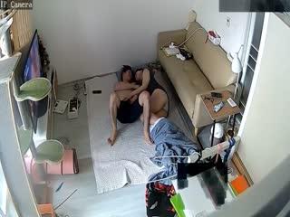 摄像头TP恩爱夫妻一起看电视小媳妇发骚主动摸屌骑身上挑逗被狠狠干了妹子肥臀一对巨乳是亮点