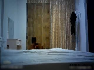"""内裤哥撕烂丝袜爆操173CM黑丝玛利亚,美女说:""""好大"""",我害怕!后插式被干得淫叫不止"""