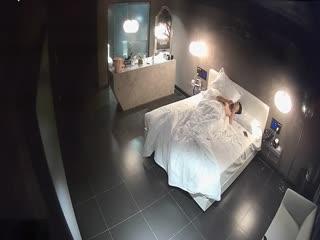 小妹与老板开房打炮浴室开干一路搞到床上激情四射