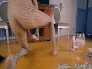 国产拳交女王周晓琳道具插逼自慰超大号针筒注射牛奶