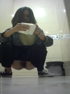 商场厕拍妹子下面的毛真多
