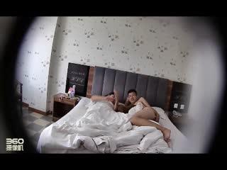 情趣酒店偷拍年轻情侣带着狗儿子度假开房男的想让骚女口爆女的死活不肯