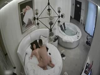 酒店偷拍情侣由床上干到浴缸
