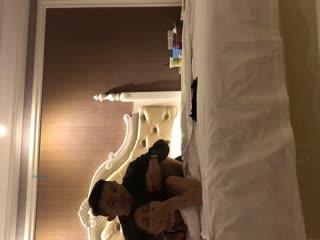淘宝买来一套SM情趣内衣和大学生女朋友酒店开房啪啪